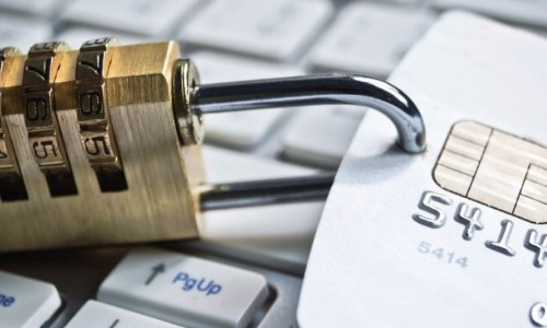 Могут ли приставы арестовать кредитную карту должника?